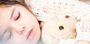 Lee más sobre el artículo Enseñarles a dormir solos: 10 tips que te ayudarán
